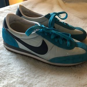 Vintage 80's Nike sneakers in great condition! 8